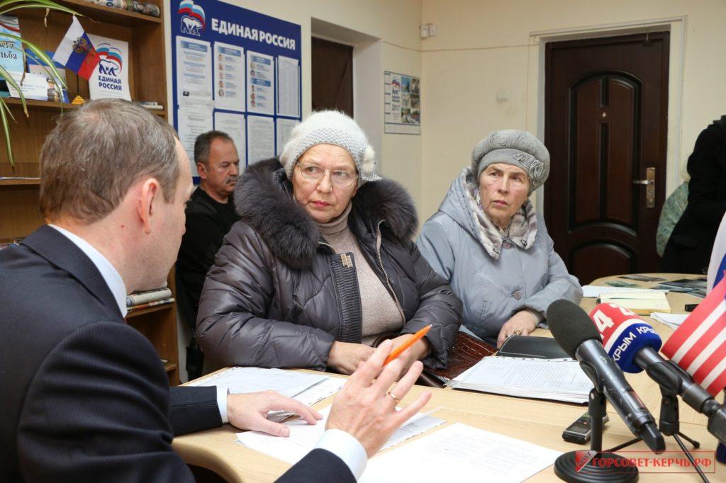 Депутат Государственной думы РФ Константин Бахарев провел прием граждан