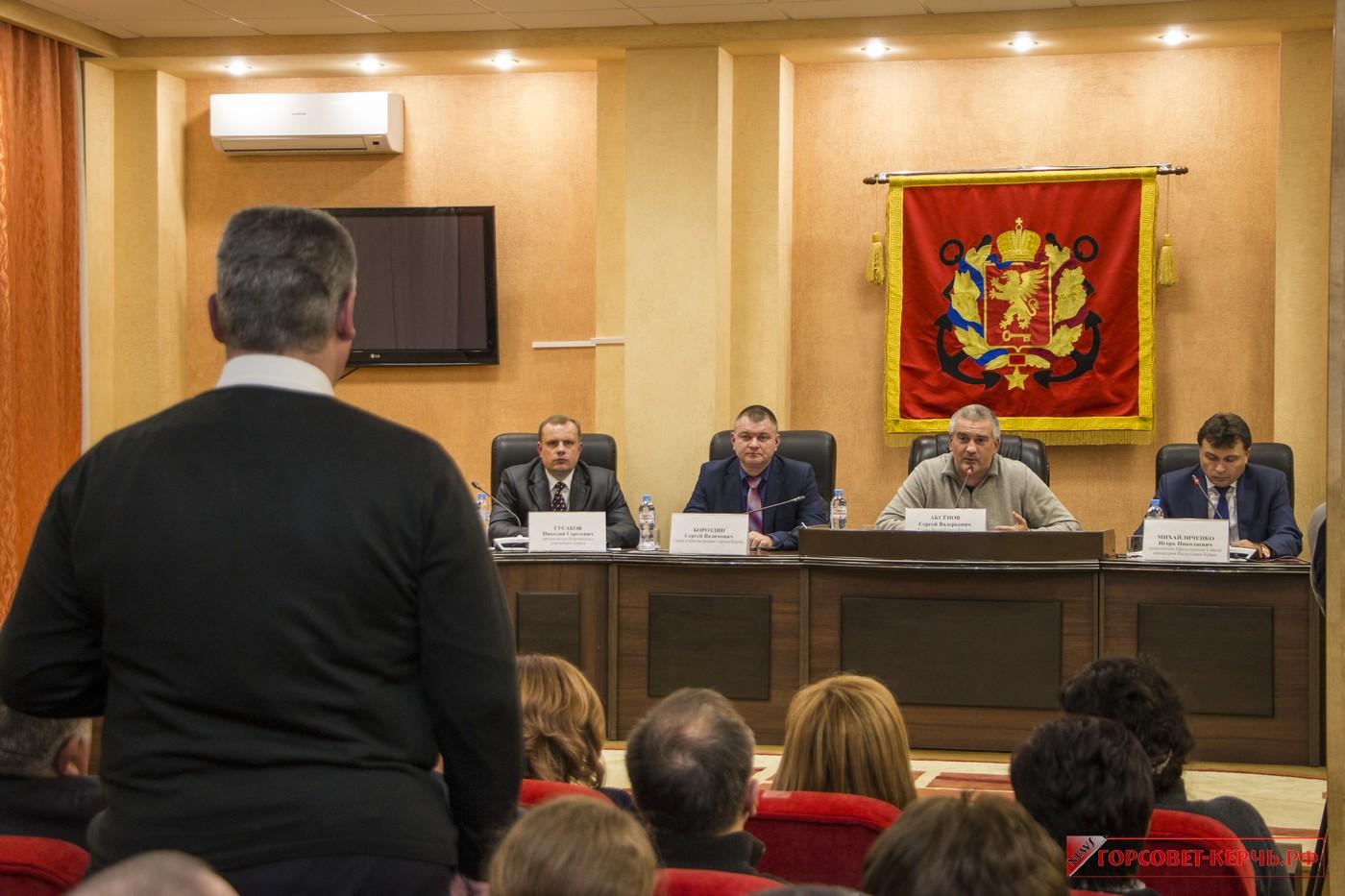 Глава республики провел совещание по итогам масштабного приема граждан в Керчи